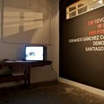01 Ausstellungsort: Links: Santiago Sierra - Gespräch mit Künstler